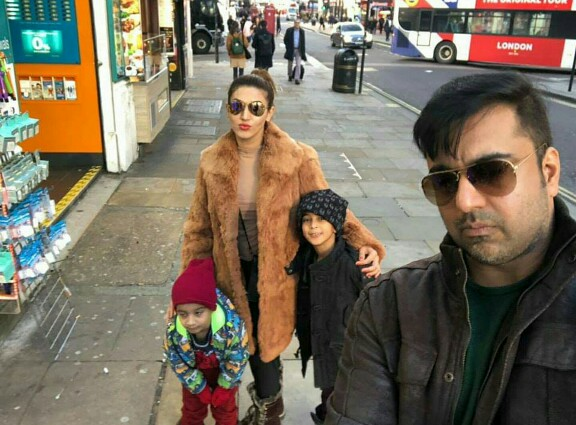 Sana Fakhar Is Chilling With Family In London