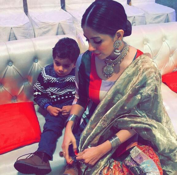 Saba Faisal's Daughter Sadia Faisal With Her Family