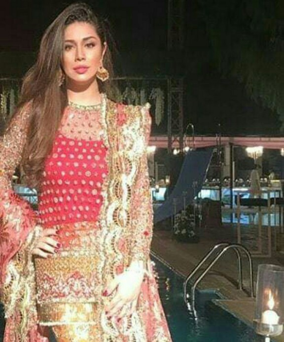 Sidra Batool Looked Gorgeous As She Attended A Wedding With Family