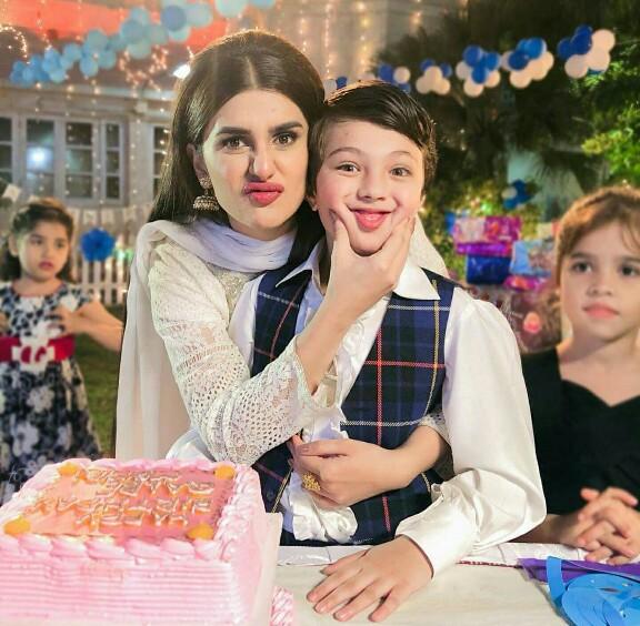Kubra Khan Wishes Pehlaaj Hassan A Cute On Set Happy Birthday ...