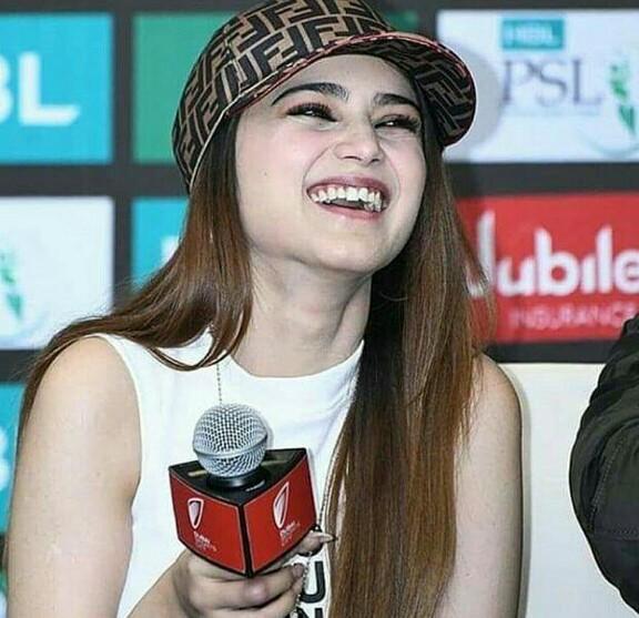 Aima Baig Was In Dubai For PSL4