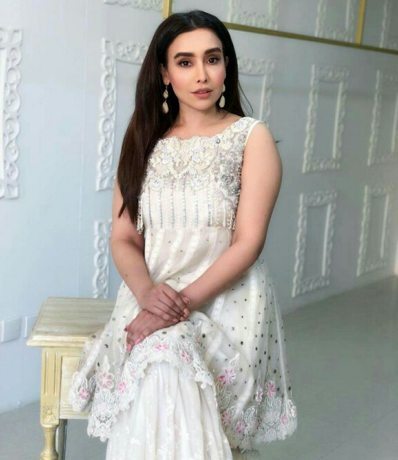 Latest Clicks Of Maira Khan Who Is Starring In Cheekh