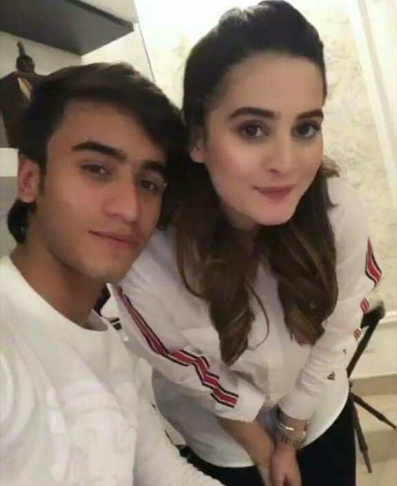 Aiman And Minal Spent Time With Their Friends