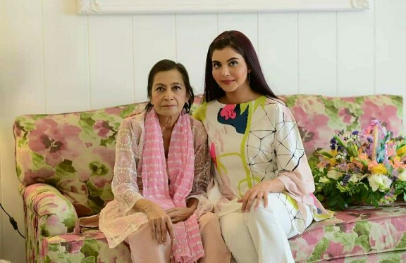 Nida Yasir With Beautiful Daughter Silah Yasir
