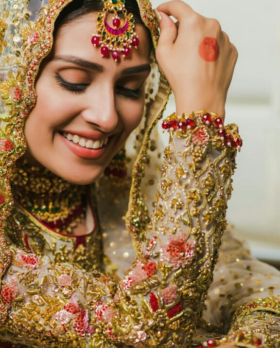 Ayeza Khan Always Makes The Prettiest Bride