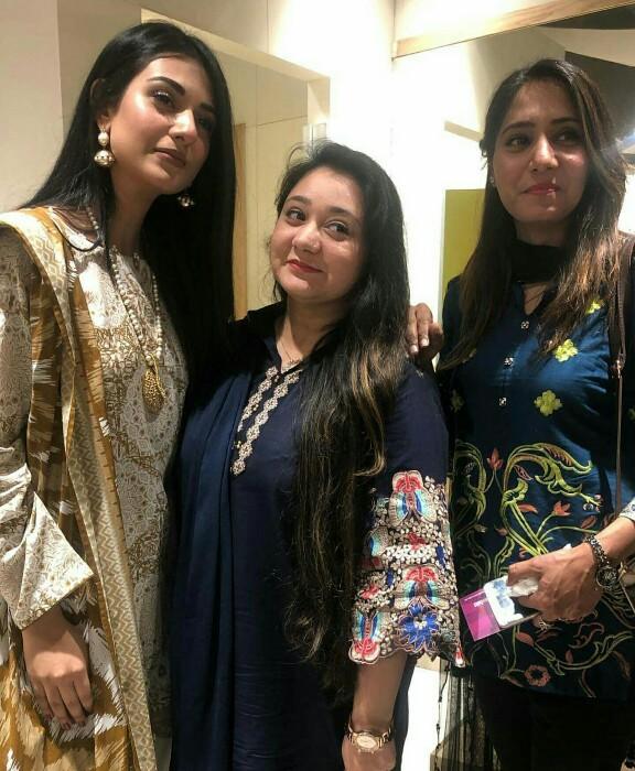 Sarah Khan Meets Fans At A Launch
