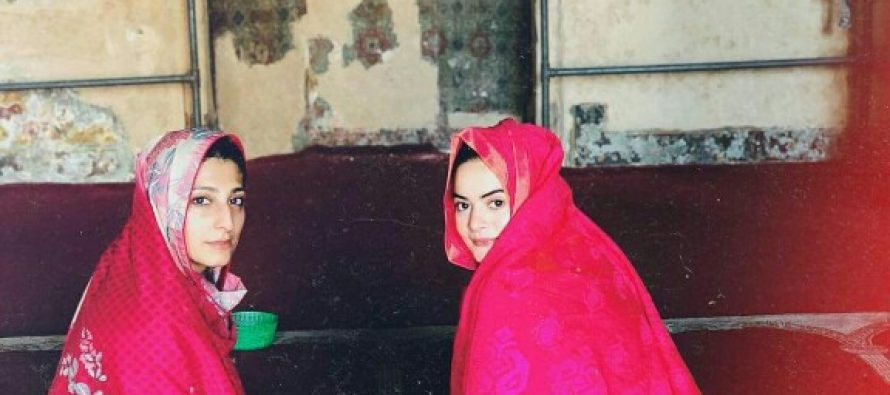 Minal Khan Visited Mosque In Lahore