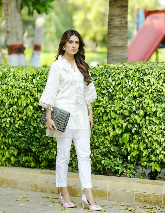Ayeza Khan Looks Stunning In White