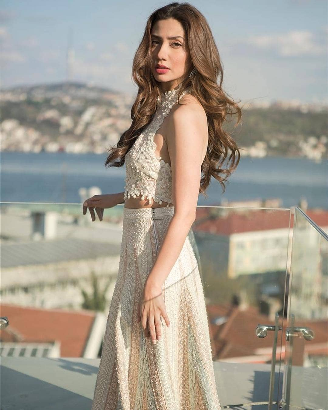 Beautiful Pictures of Gorgeous Mahira Khan in Istanbul Turkey