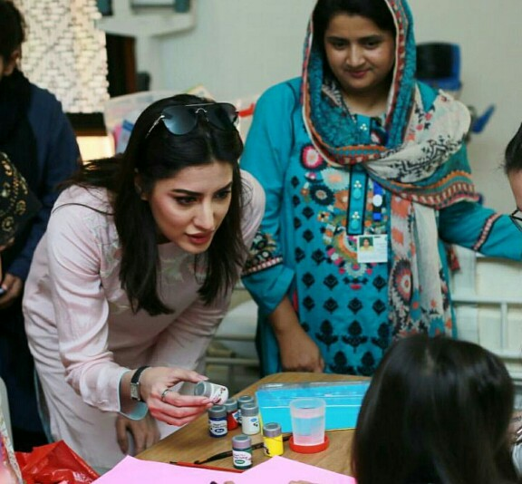 Mehwish Hayat Spends Time With Children At AKUH