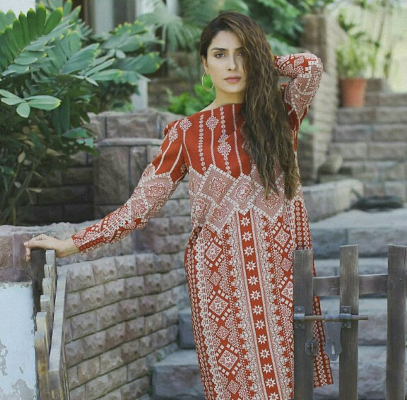 Ayeza Khan Is A Stunner On Set Of Her New Project