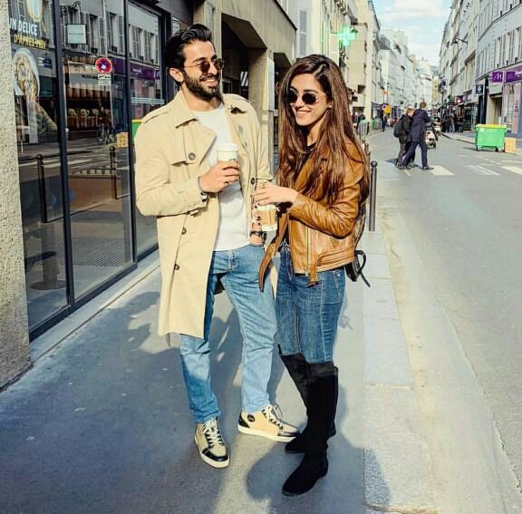 Parey Hut Love Leads In Paris