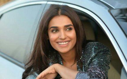 Amna Ilyas Stuns In A Metallic Suit
