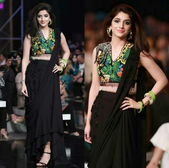 Mawra Hocane Walks For Zaha