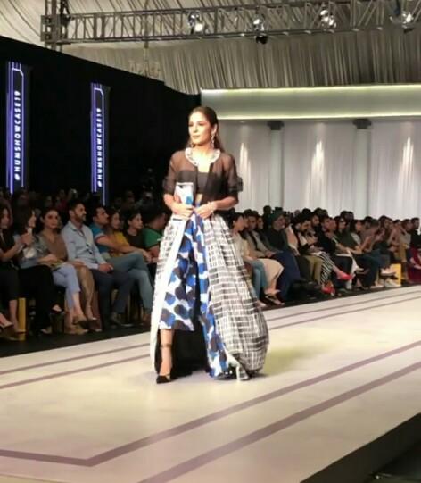Ayesha Omar Lights The Ramp At Hum Showcase