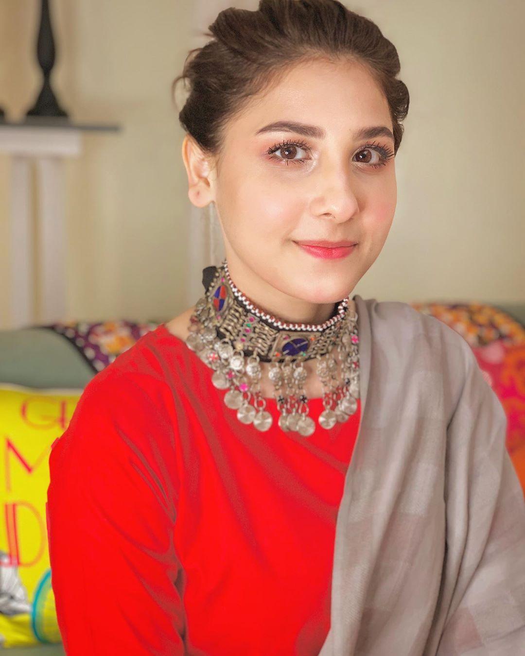 Beautiful Actresses Hina Altaf and Amar Khan on the Set of their Upcoming Drama