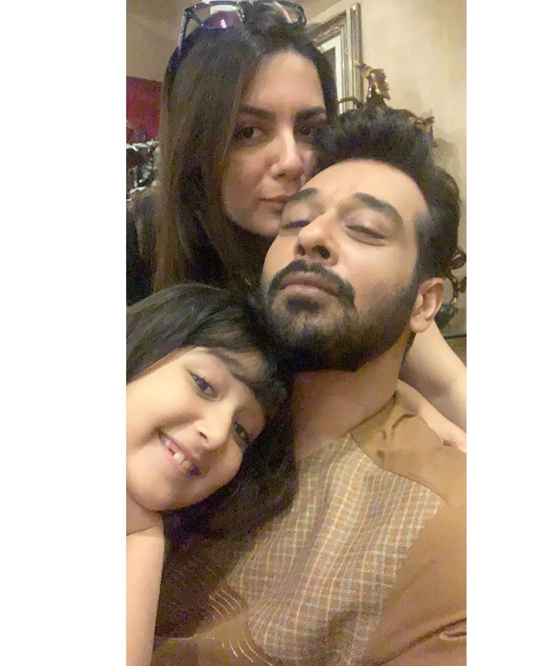 Beautiful Pictures of Faysal Qureshi with his Wife and Cute Daughter