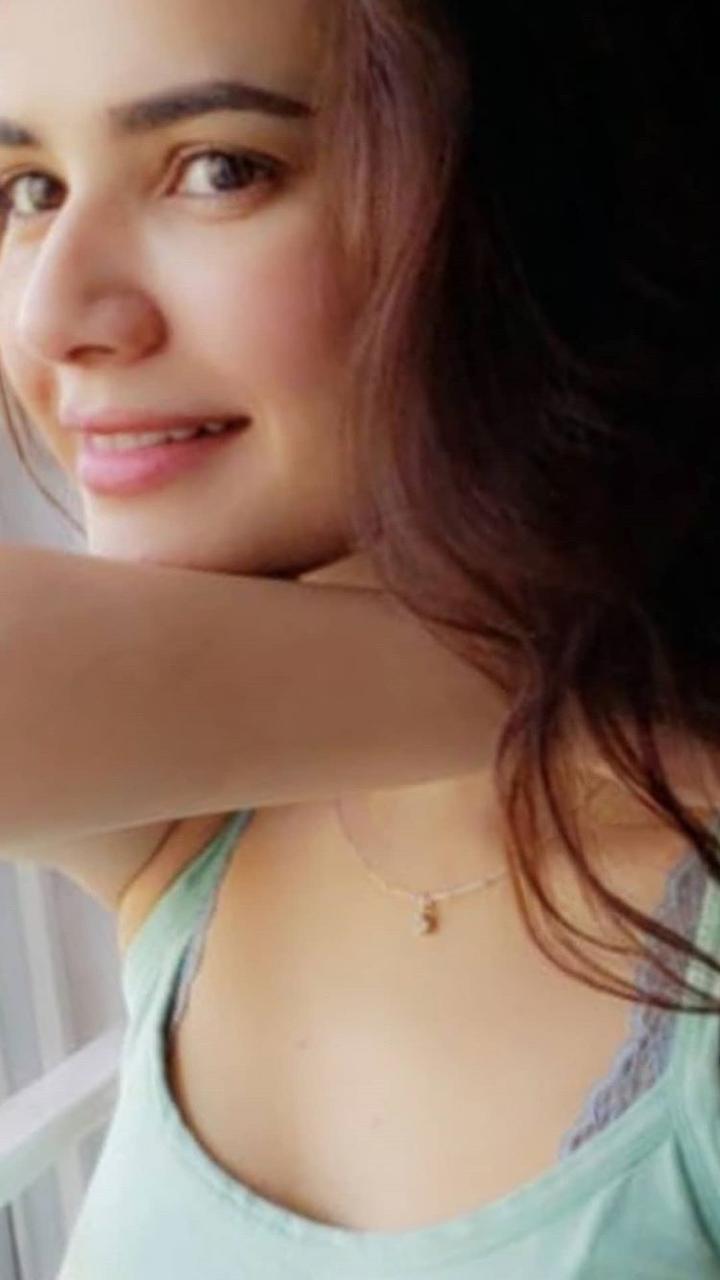 Beautiful Clicks of Gorgeous Actress Kiran Haq