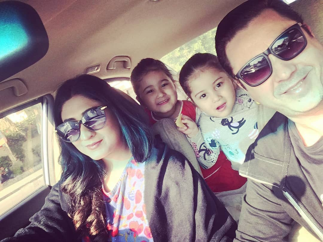 Beautiful Pictures of Actress Madiha Rizvi with her Cute Daughters