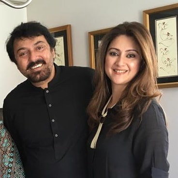 New Pictures of Actor Nauman Ijaz with his Wife and Sons in Canada