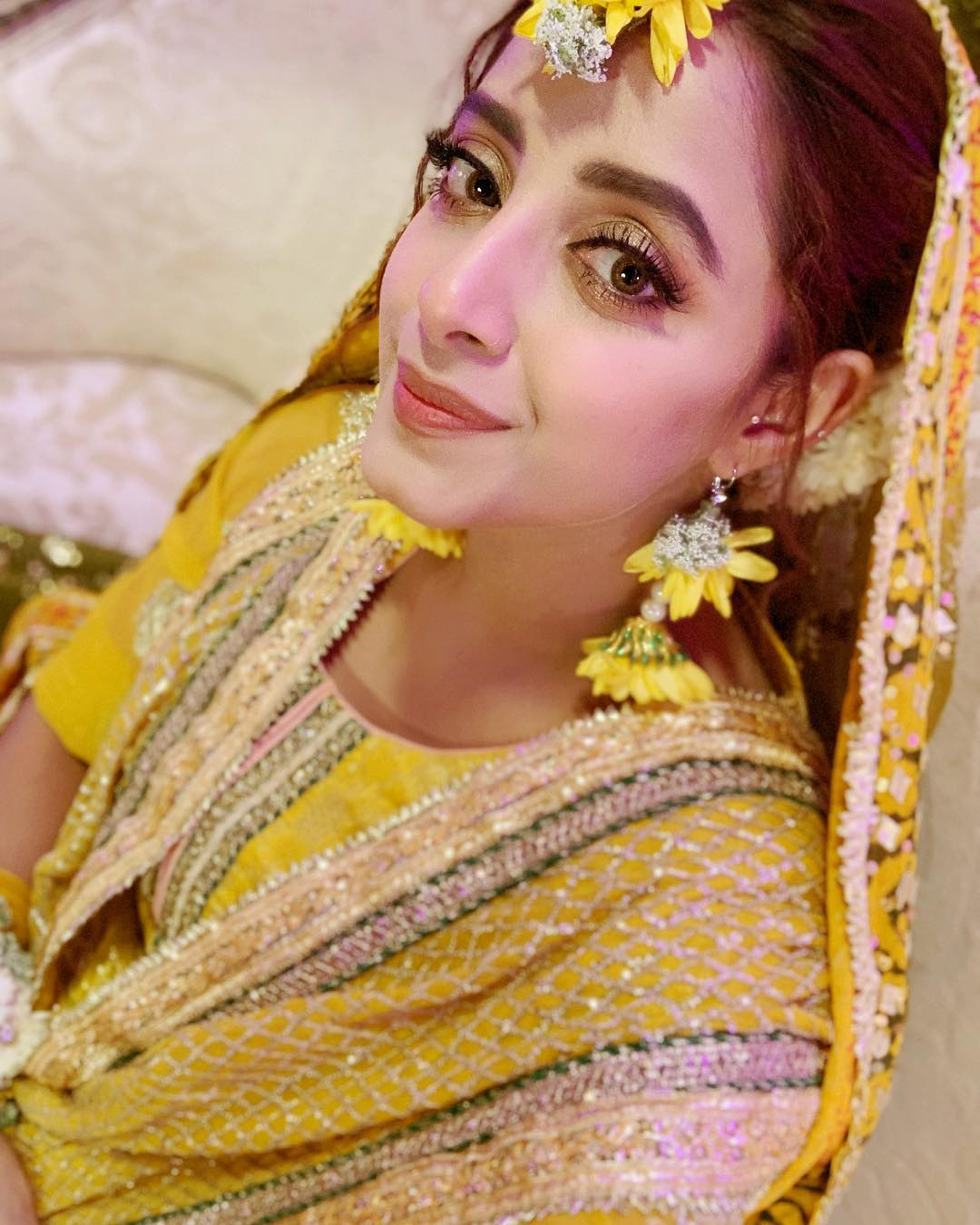 Beautiful Actress Sanam Chaudhry on the Set of her Drama Meer Abru