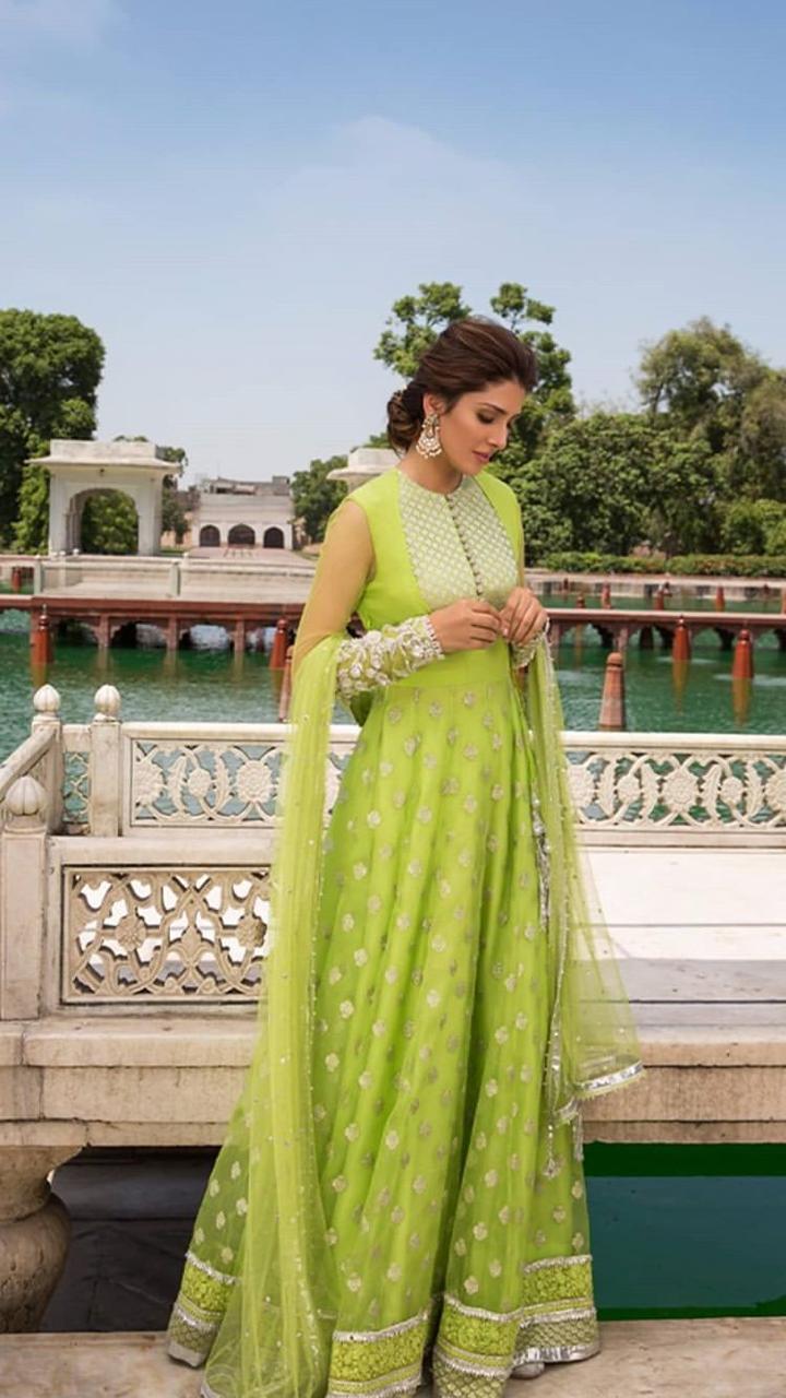 Latest Beautiful Clicks of Gorgeous Ayeza Khan