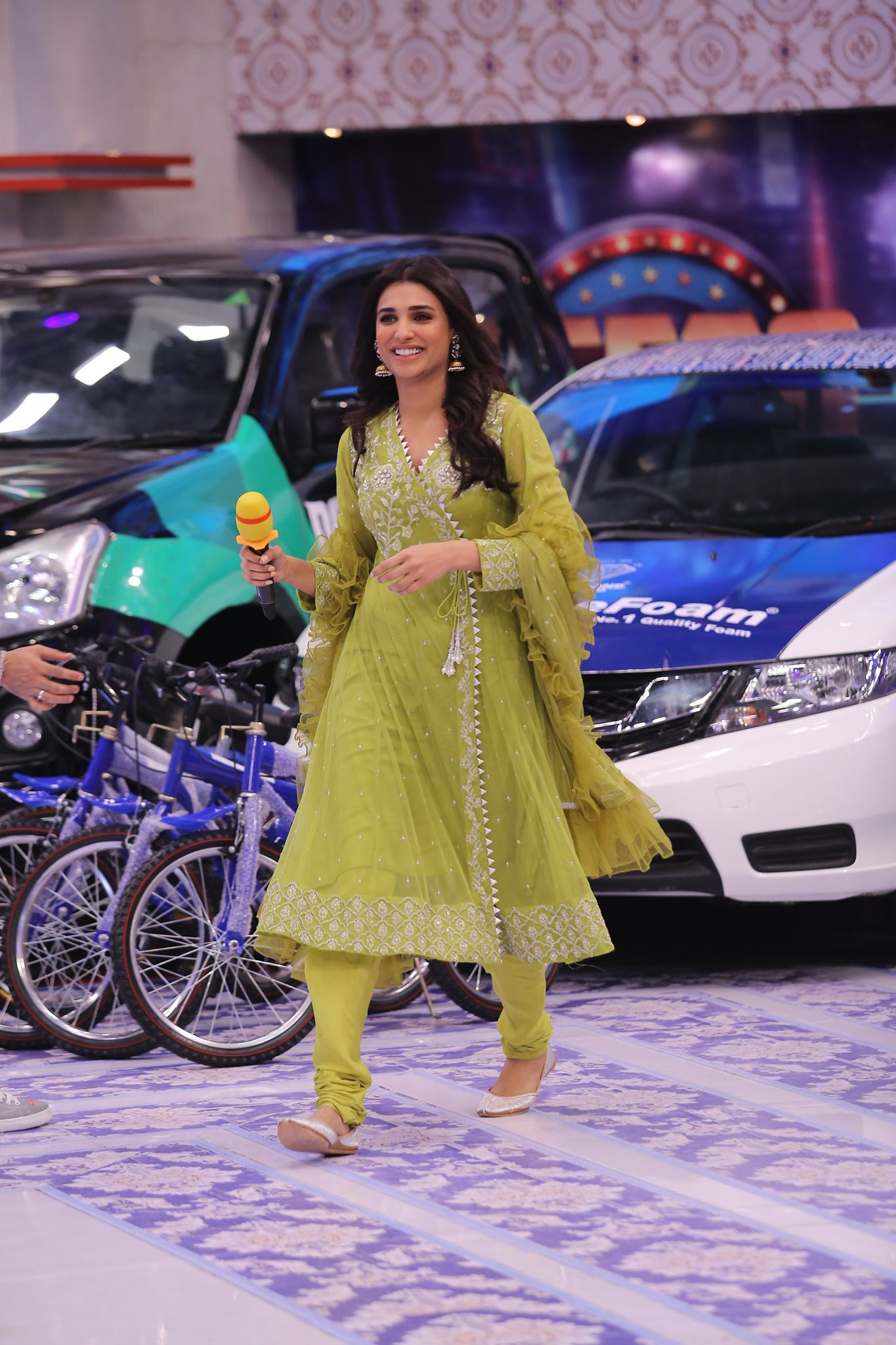 Beautiful Meera Jee & Amna Ilyaas Appeared in Jeeto Pakistan