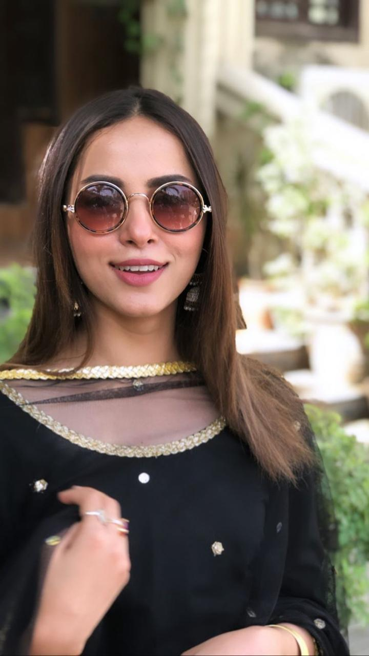 Latest Clicks of Gorgeous Actress Nimra Khan in Black