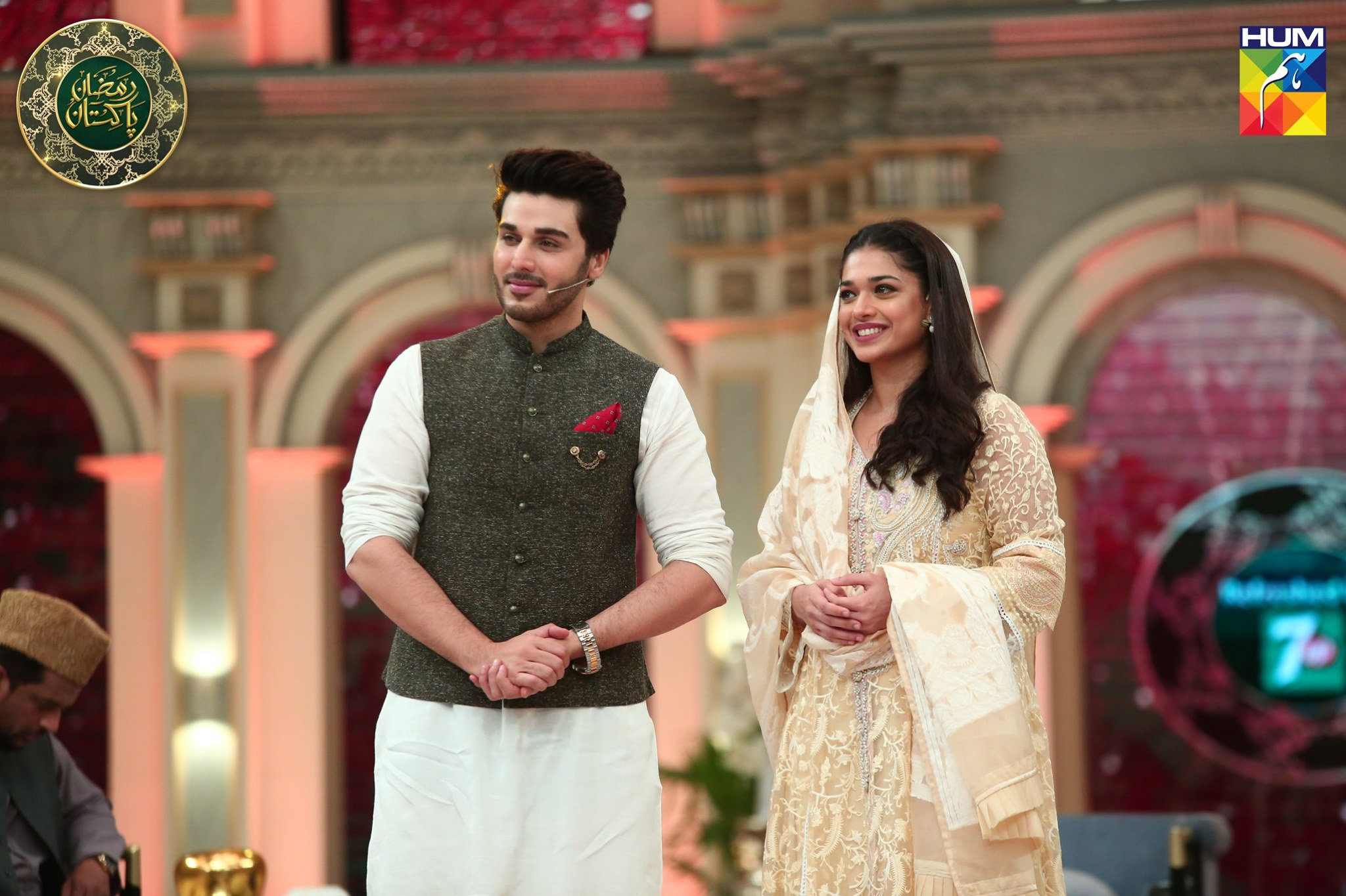 Gorgeous Actress Sanam Jung Appeared in today's Ramzan Pakistan Transmission