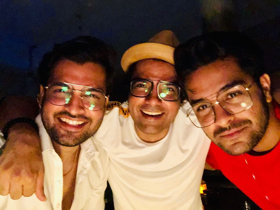 Yasir Hussain Shared Pictures of Dinner Party with Friends & Family