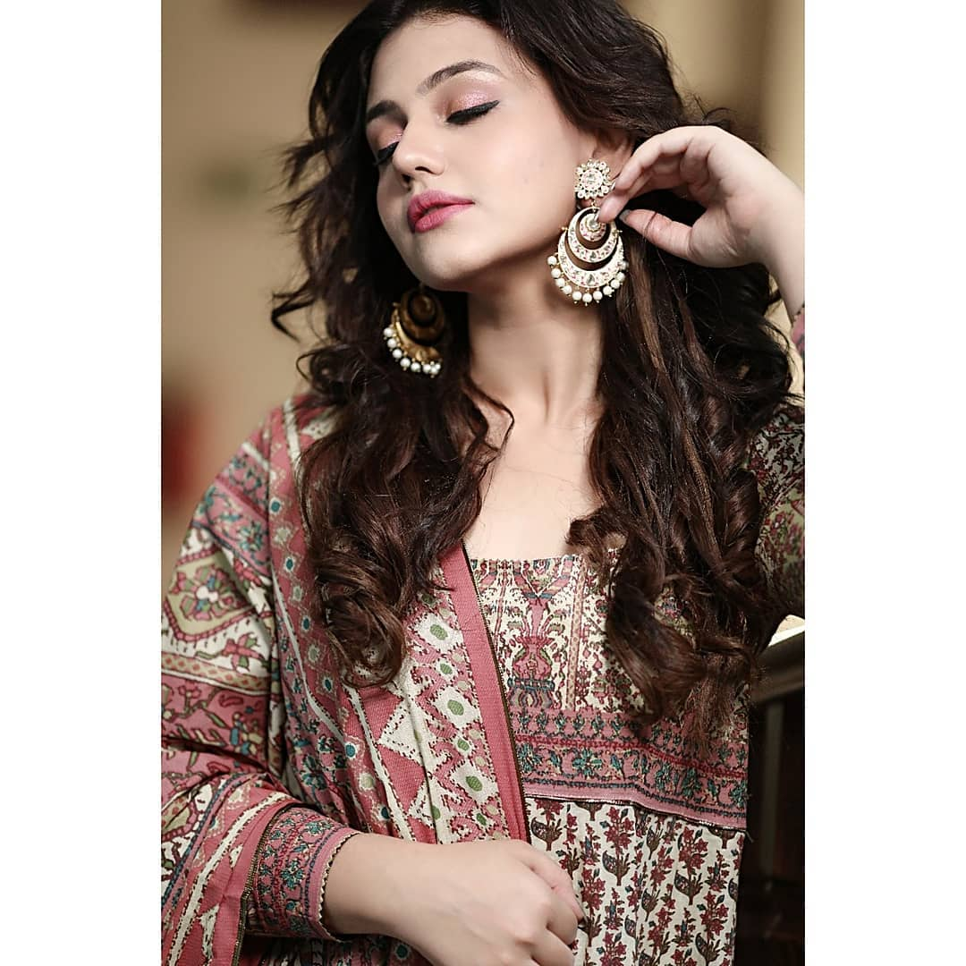 Beautiful Actress Zara Noor Abbas Latest Photo Shoot