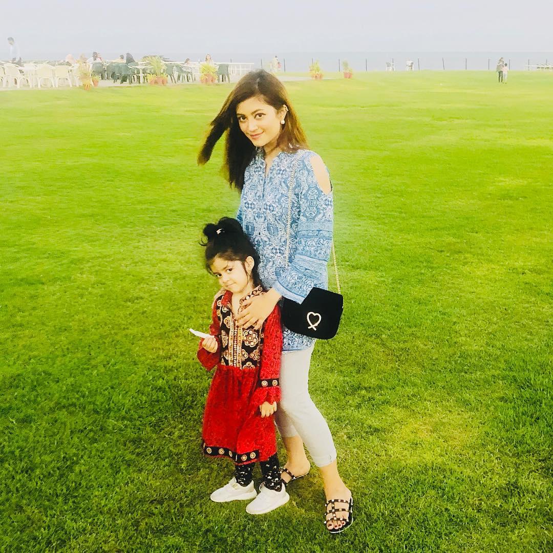Beautiful Ayeza Khan and Afifa Jibran with their Cute Daughters
