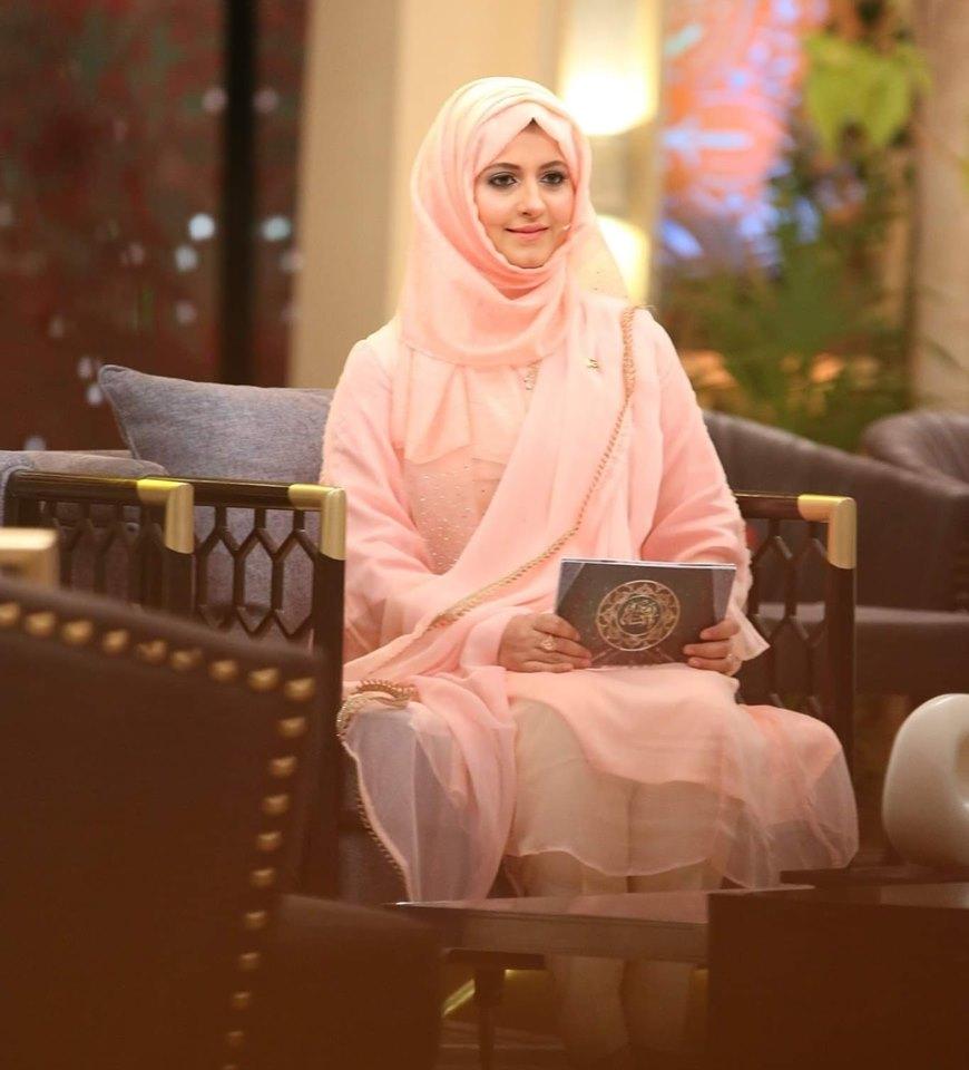 Beautiful Clicks of Bushra Aamir Hosting Hum Tv Ramzan Transmission