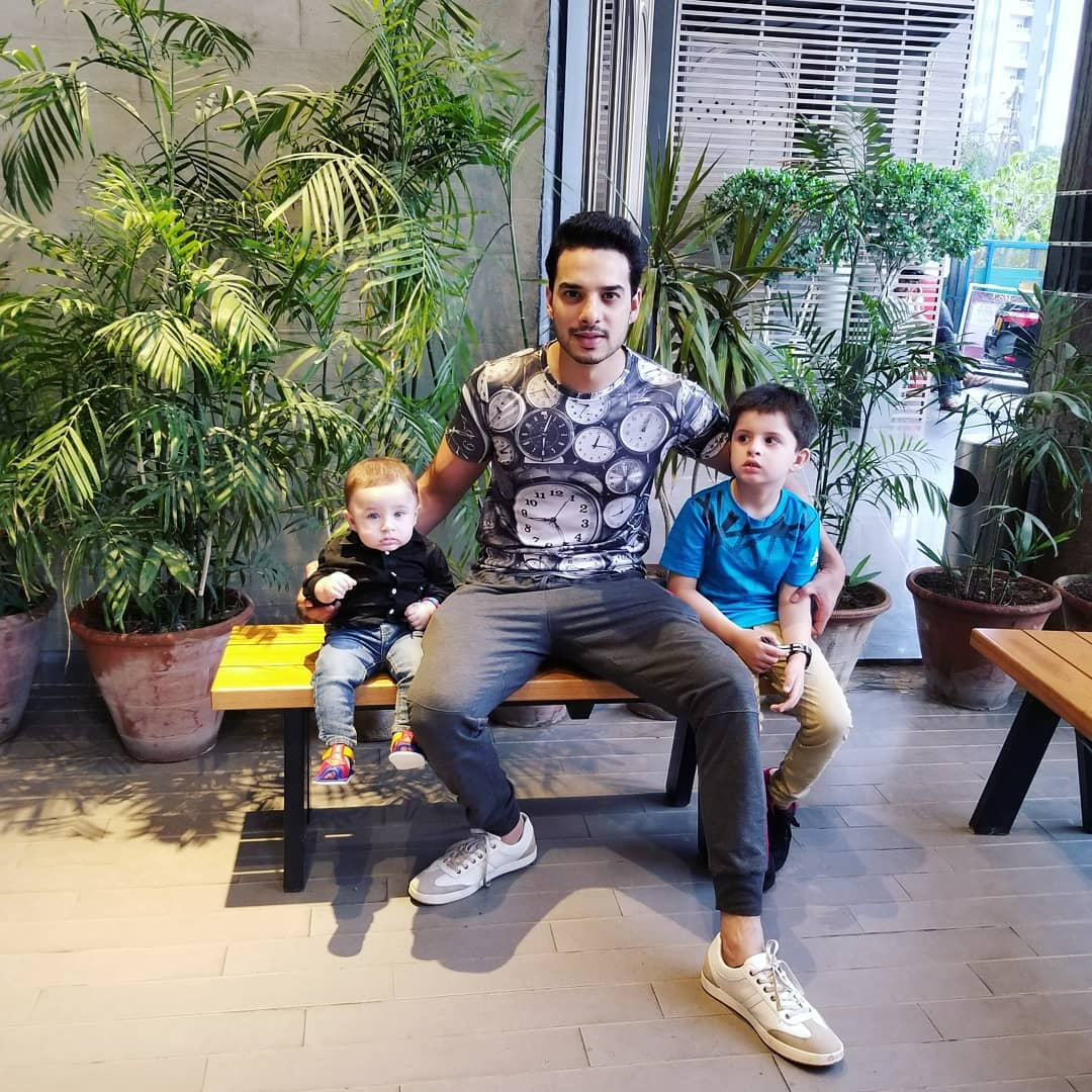 Beautiful Actor Couple Fatima Effendi & Kanwar Arsalan with their Cute Kids at Iftar