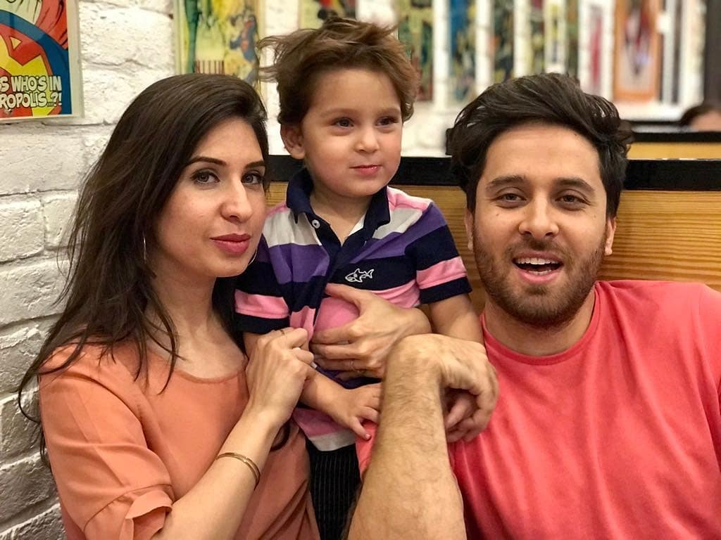 Drama Do Bol Actor Haroon Shahid Pictures with his Wife and Kids