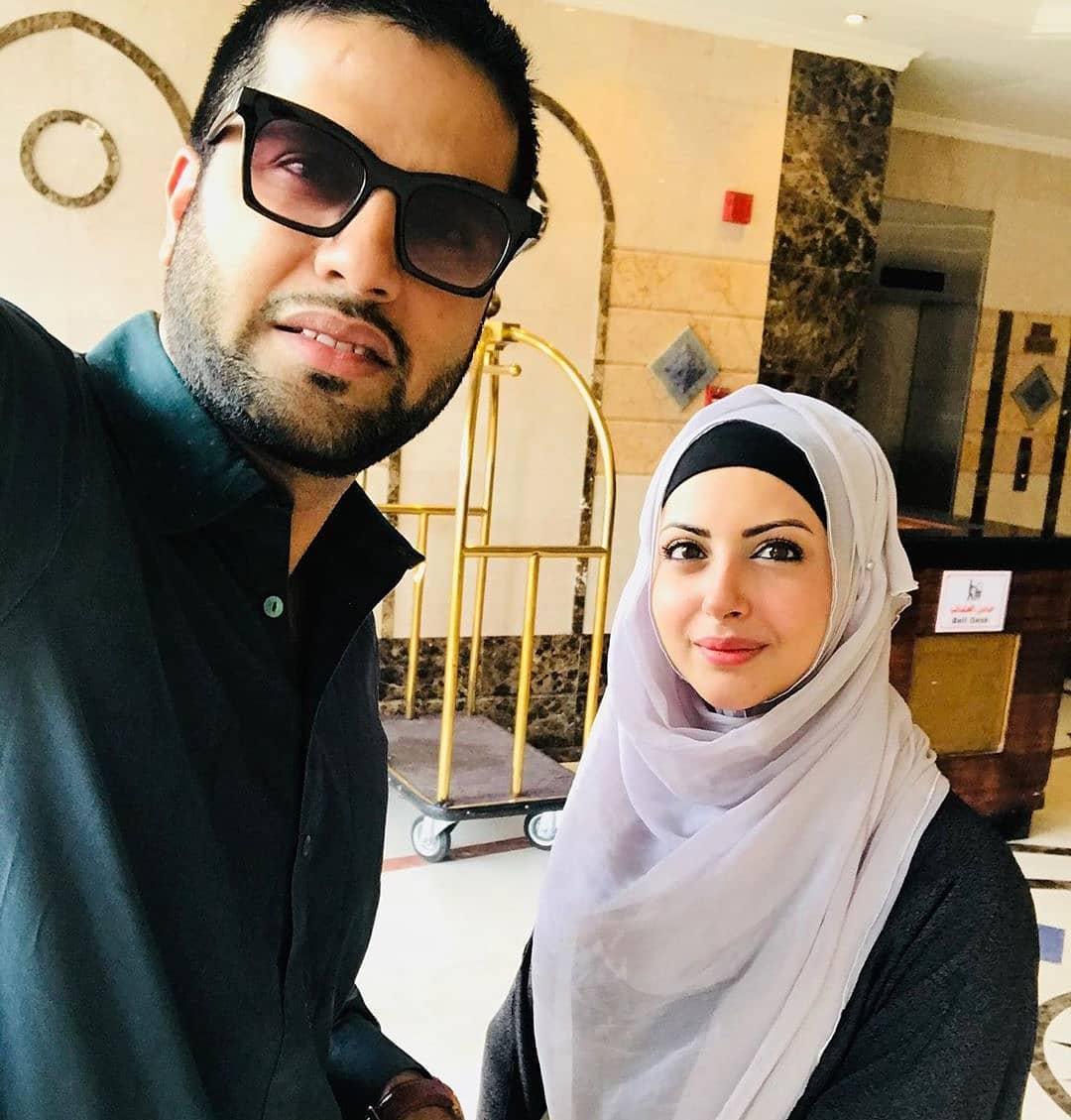 Beautiful Actress Moomal Khalid Performed Umrah with her Husband Usman Patel