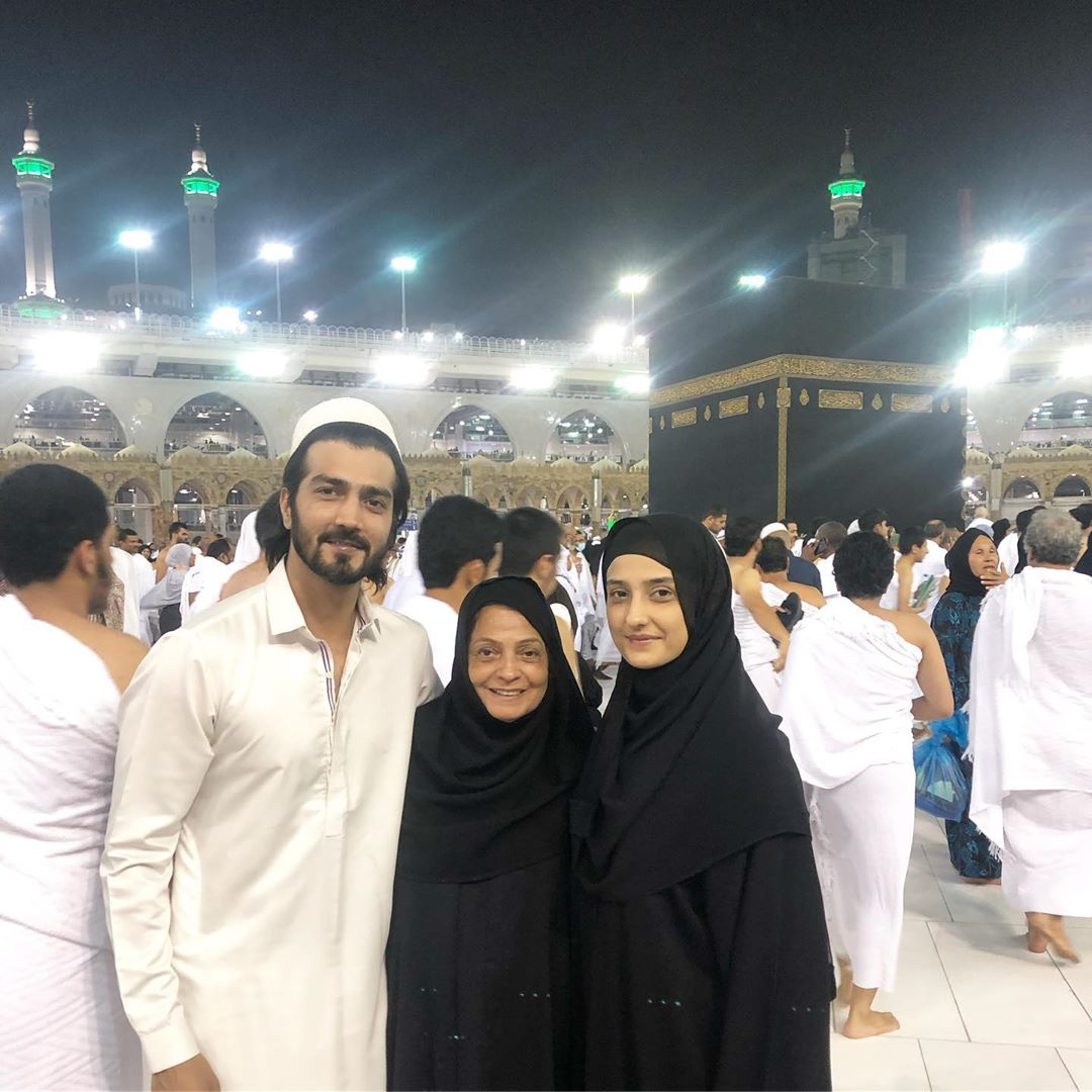Beautiful Pictures of Actor Javed Sheikh with his Family from Umrah