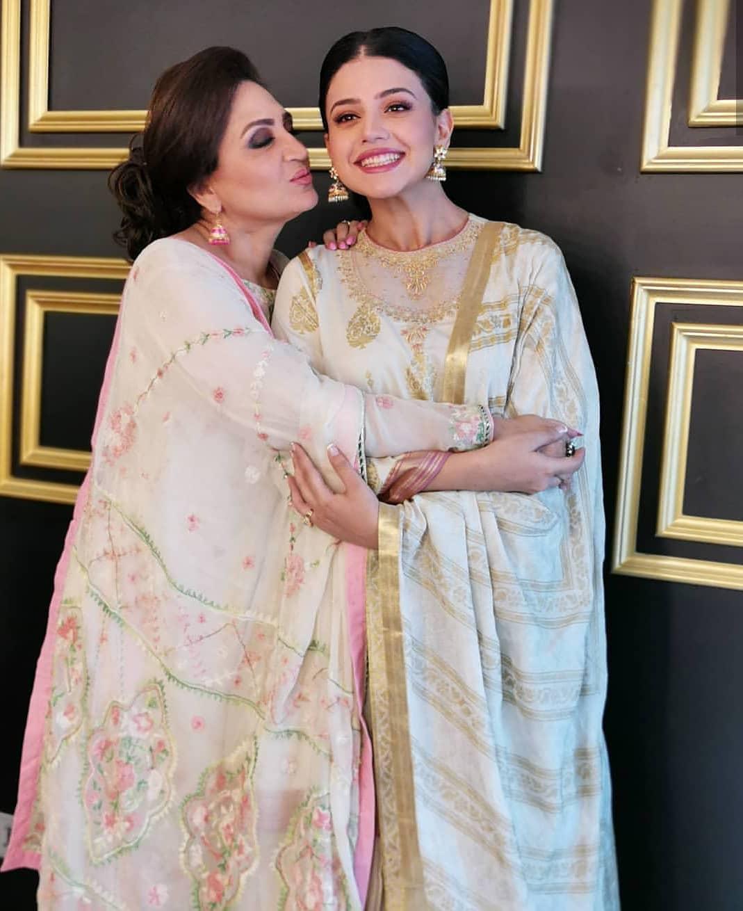 Beautiful Photoshoot of Actress Zara Noor Abbas with her Mother Asma Abbas