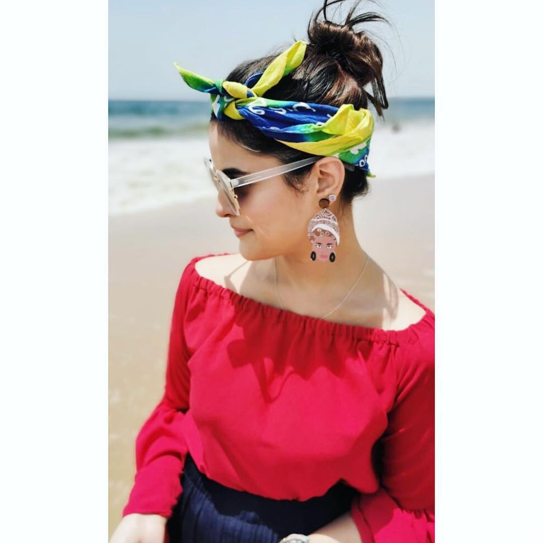 Beautiful Zara Noor Abbas Spending a Day at Beach with Friends