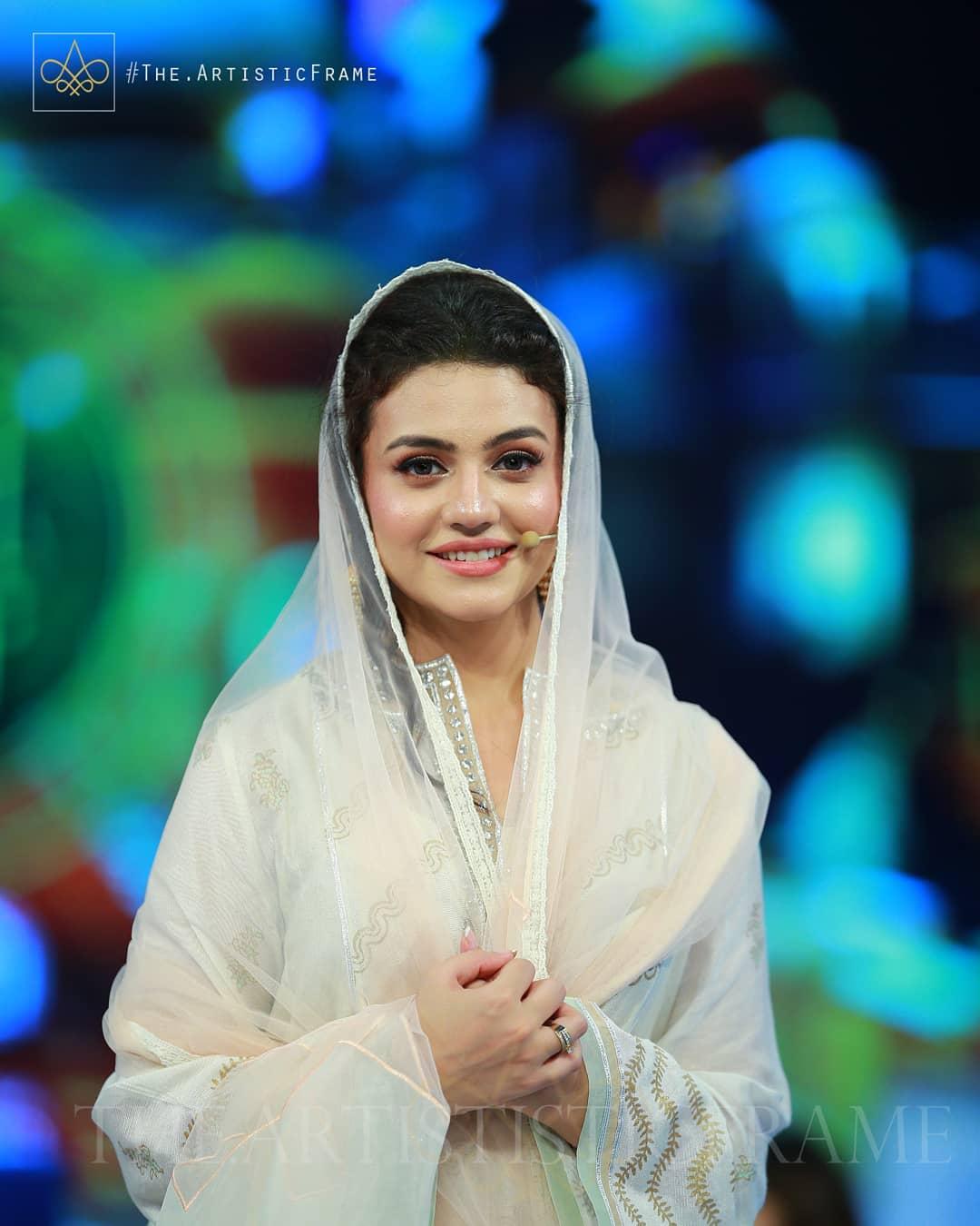 Beautiful Couple Zara Noor Abbas and Asad Siddique in Aaj TV Ramzan Transmission