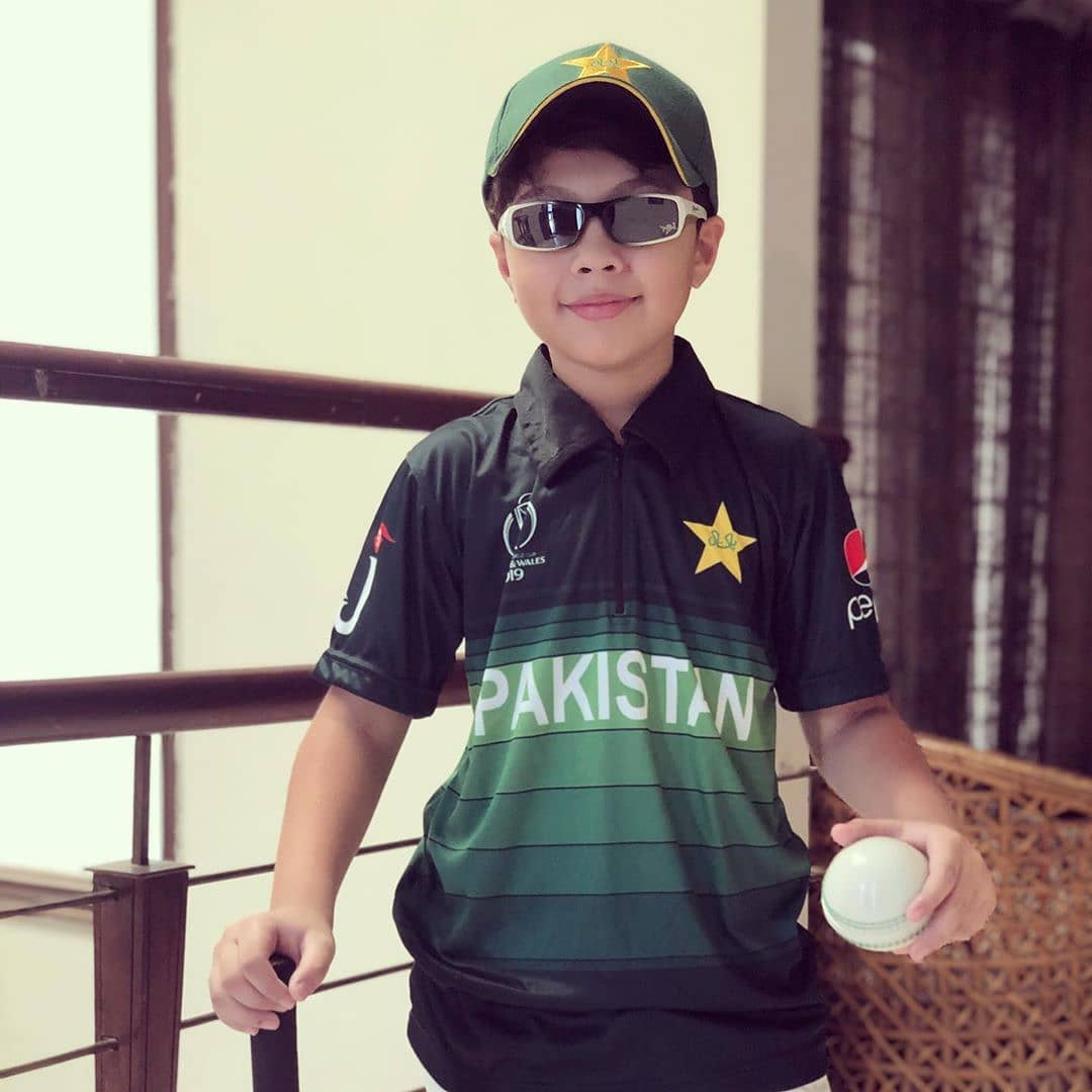 Celebrities Showing Support to Pakistani Cricket Team for Pak - India World Cup Match