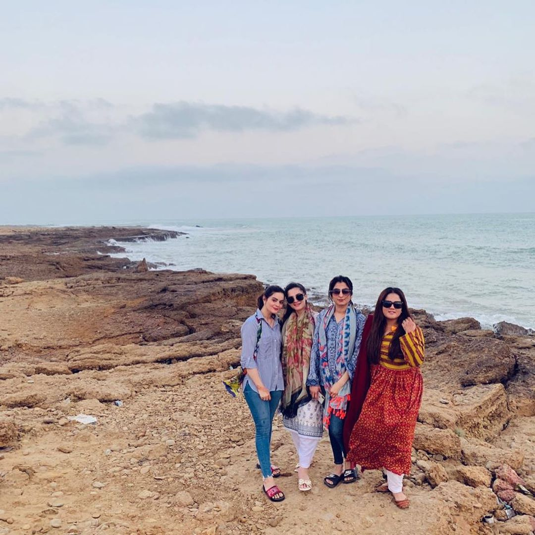 Aiman Khan and Minal Khan Spent Good Time With Friends & Family at Beach