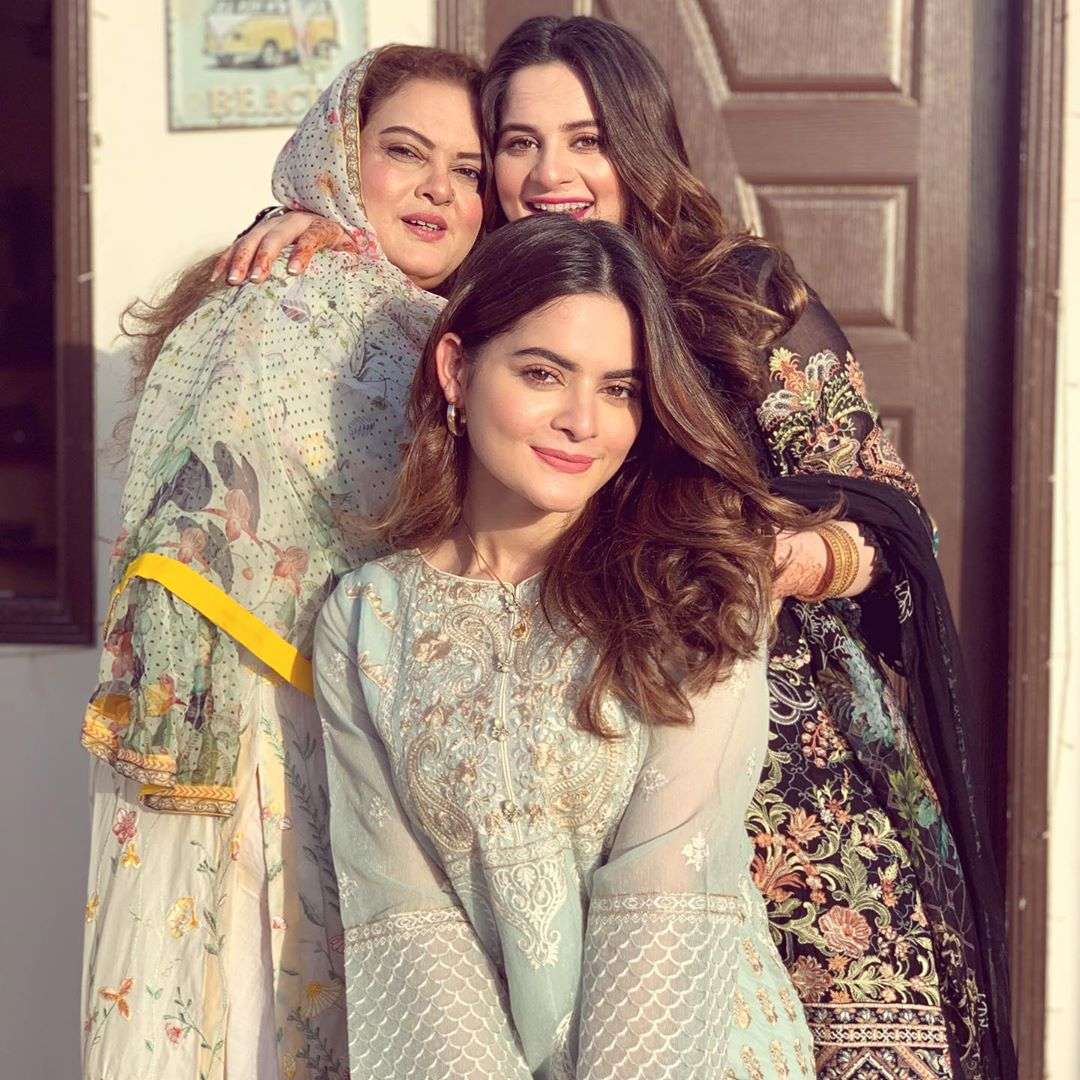 Aiman Khan & Minal Khan Eid Pictures with Family