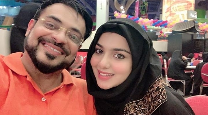 Latest Pictures of Aamir Liaqaut with Wife Syeda Tuba After Umrah