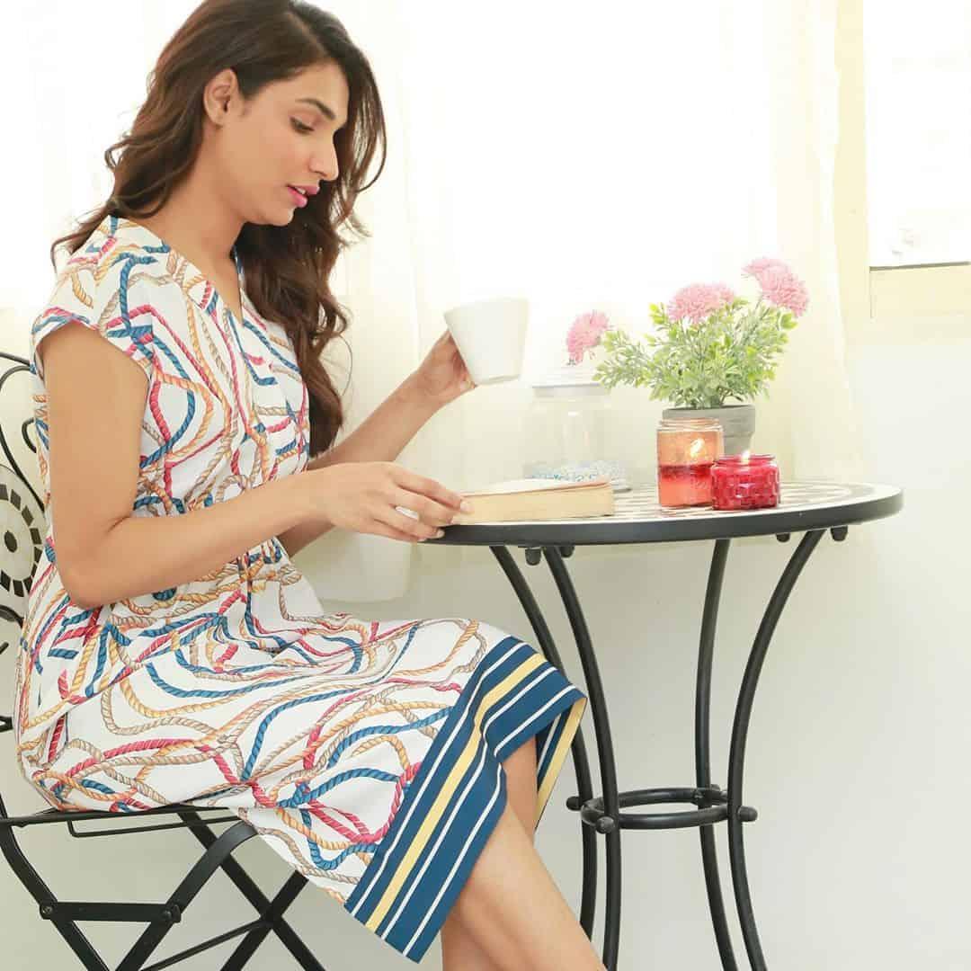 Latest Beautiful Clicks of Actress Amna Ilyas