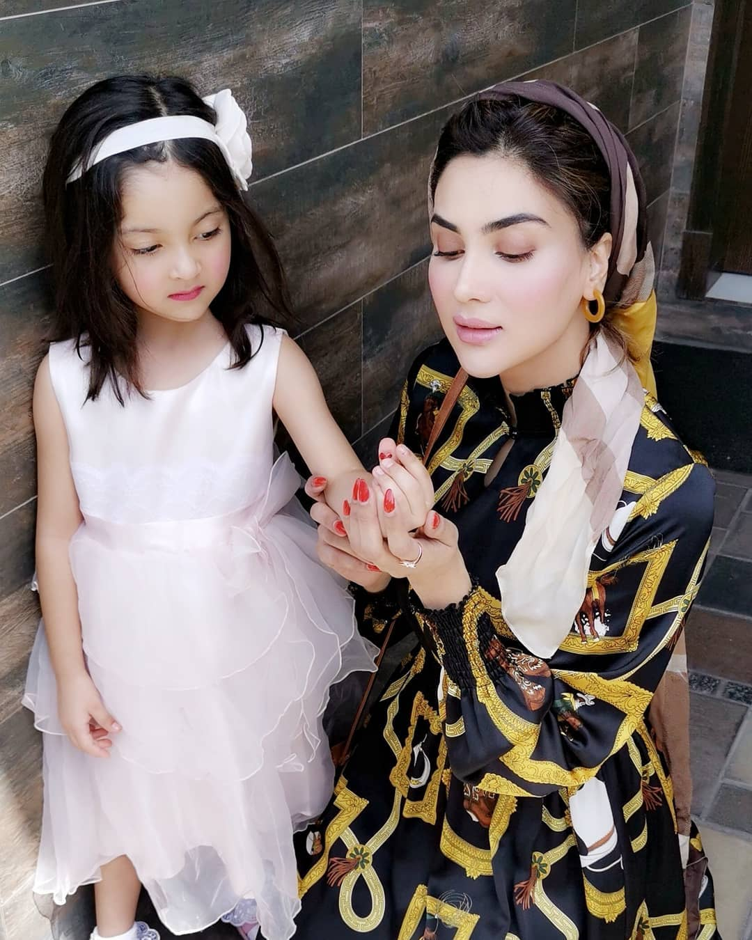 Actress Fiza Ali Beautiful Pictures with her Cute Daughter