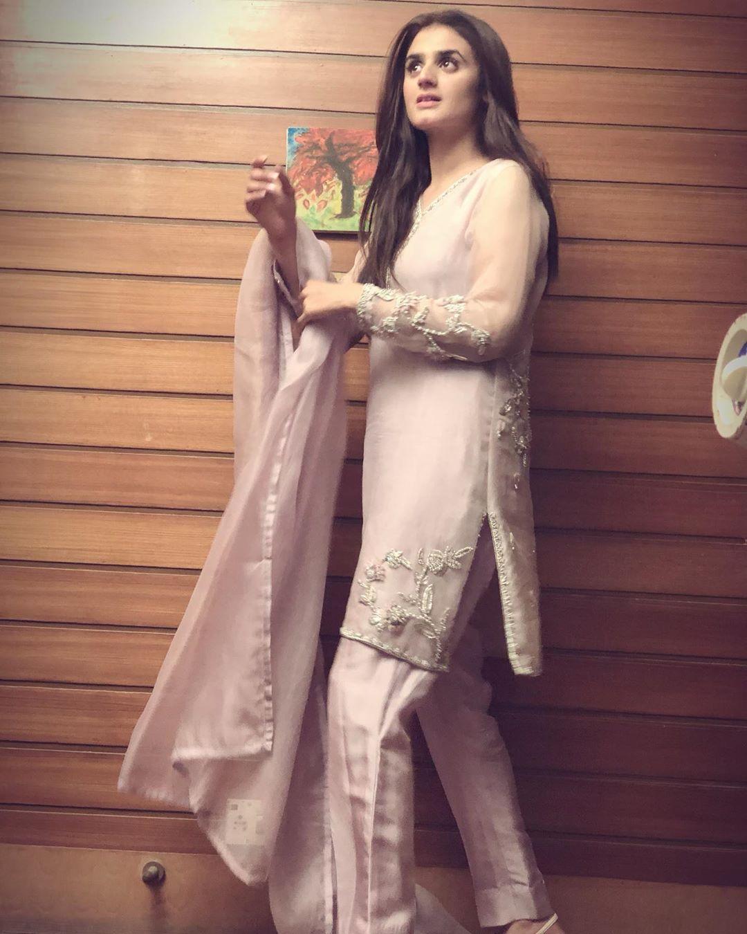 Latest Clicks of Beautiful Actress Hira Mani