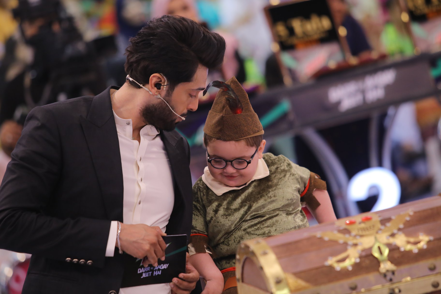 Talented Ahsan Khan & Beautiful Iqra Aziz in Jeeto Pakistan