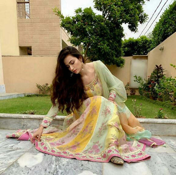 Sana Javed Serving Some Desi Looks On Eid