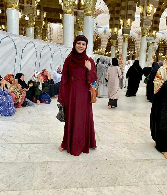 Humaima Malik Celebrates Eid In Makkah And Madina